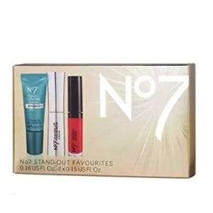FREE No7 standout gift set